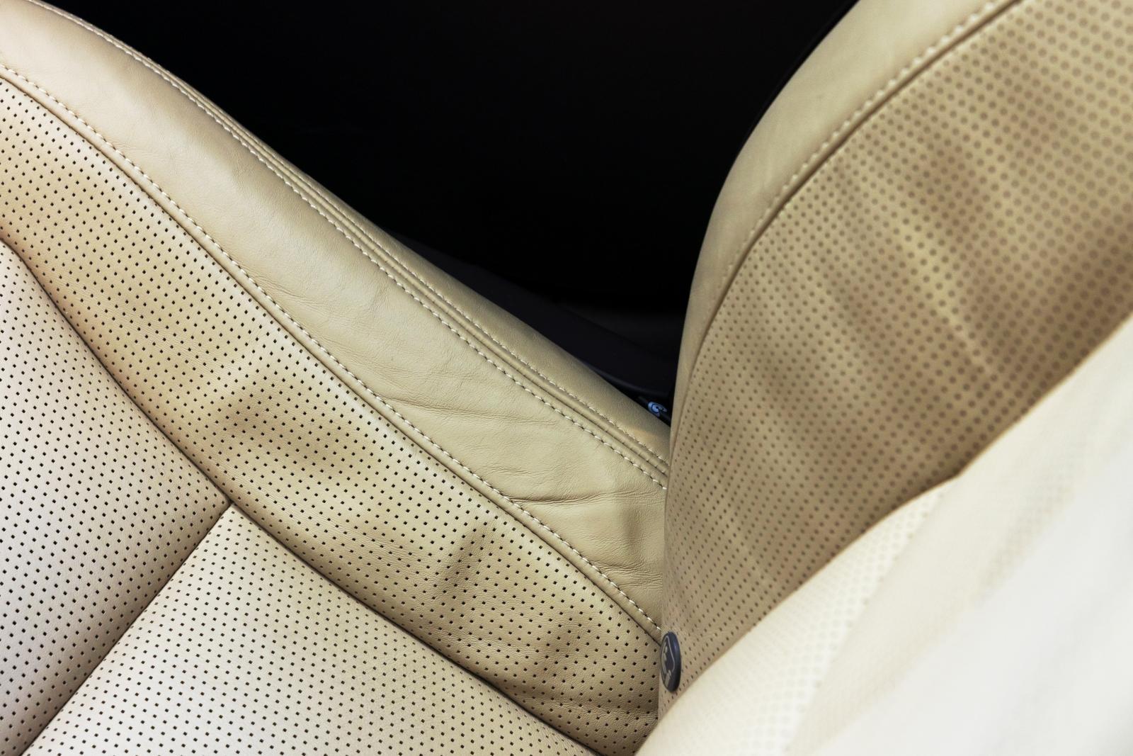 Polestar: Läder ingår. Ventilerat läder kostar 50000 kr. Då får inte passagerarstolen se ut så här efter 600 mil.