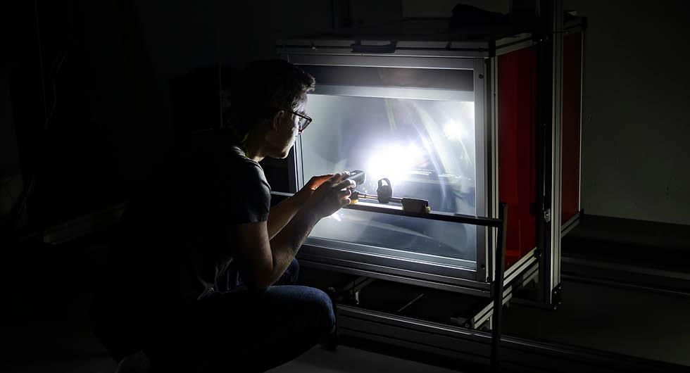 Folksam har använt Vi Bilägares ljuslabb för att testa lamporna.