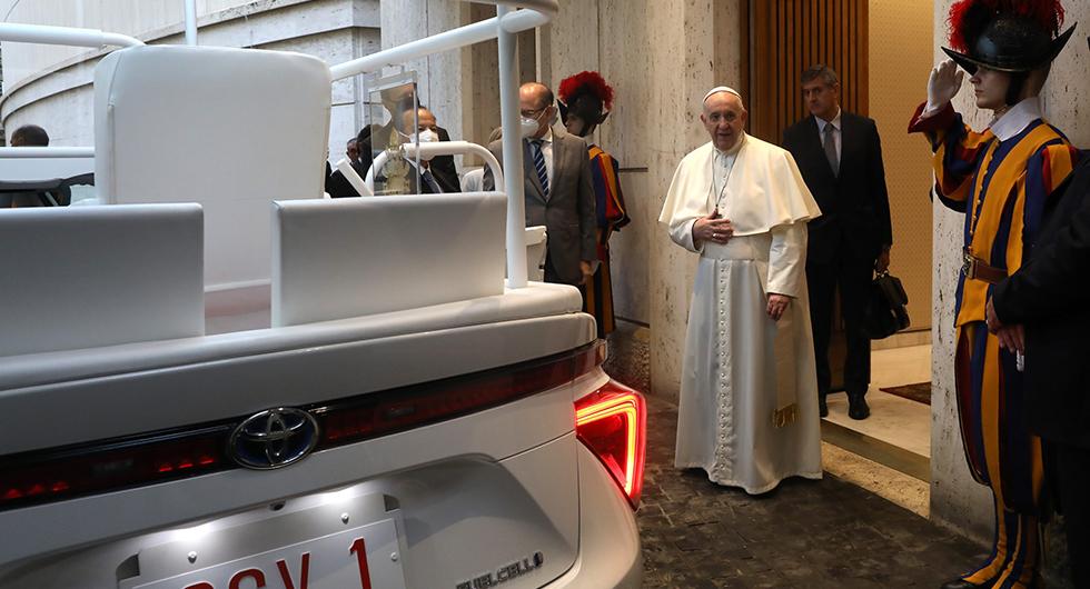 Påvens nya bil: Toyota Mirai