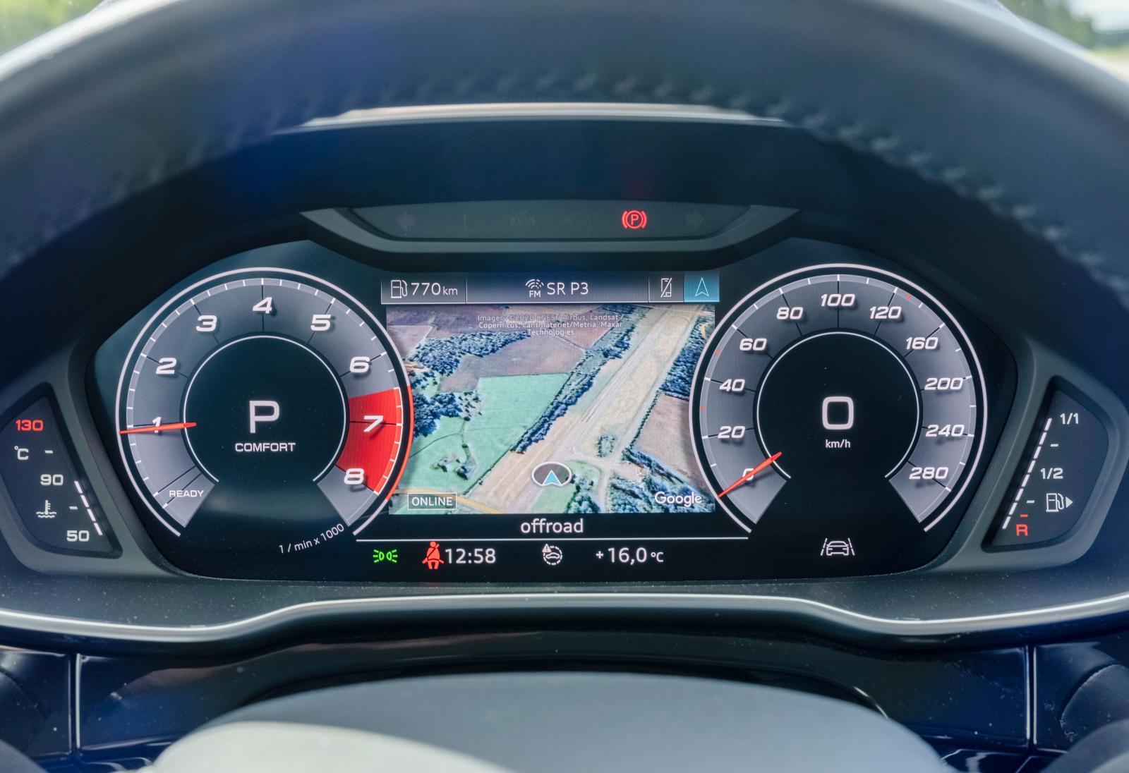 Skärmbaserad instrumentering är standard, men det finns två versioner. Testbilens 12,3-tumsskärm kostar 5300 kr och ger mer information och anpassningsmöjligheter jämfört med standardskärmen på 10,25-tum.