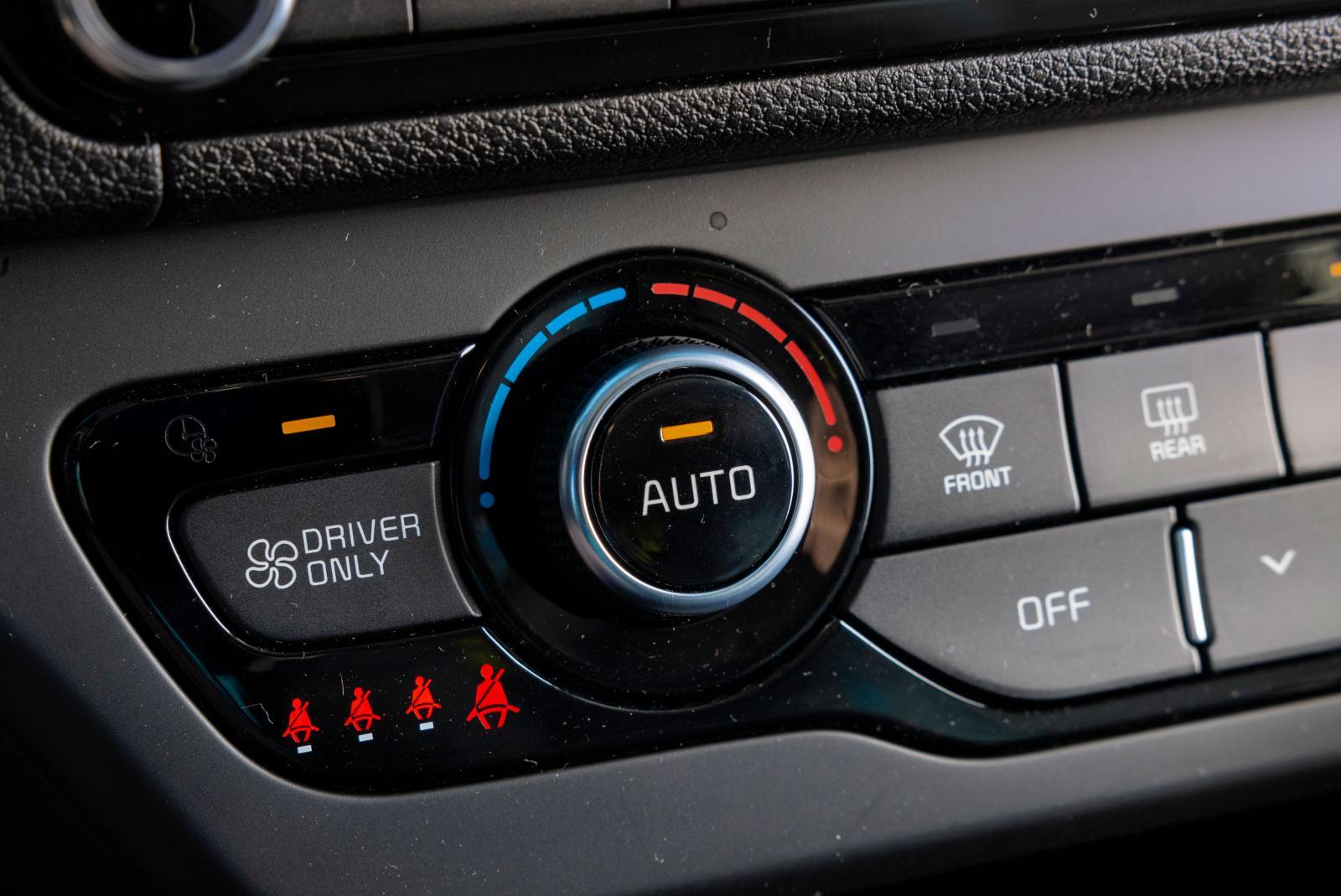 kia har minisymboler för visning av bältessituationen i bilen.