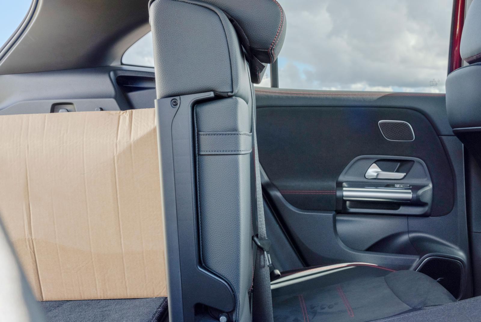Mercedes (bild) och Audi kan ställa baksätesryggstöden i 90-graders vinkel. Ger Audi tre läskbackar extra, Mercedes fyra.