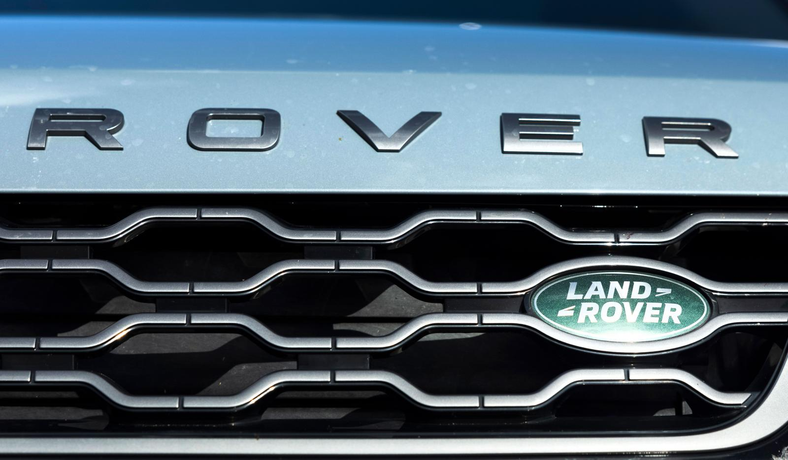 """Vi säger Range Rover Evoque, men Range Rover är inget fristående märke vilket borde ge modellen """"Land Rover Range Rover Evoque D180 AWD First Edition"""". Omständligt."""