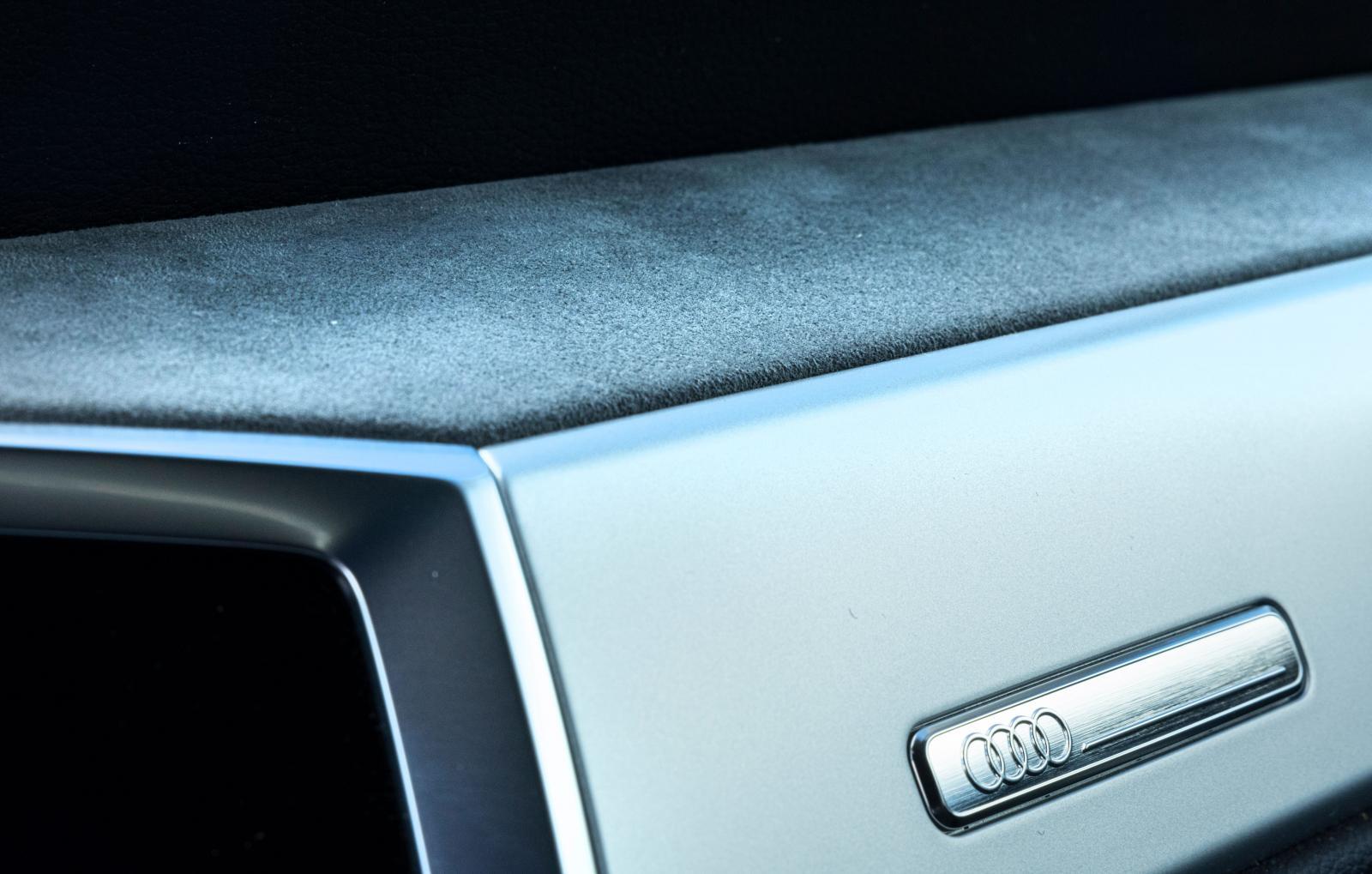 Detaljstudie av instrumentpanelen i Q3 Sportback. Tysk precision.