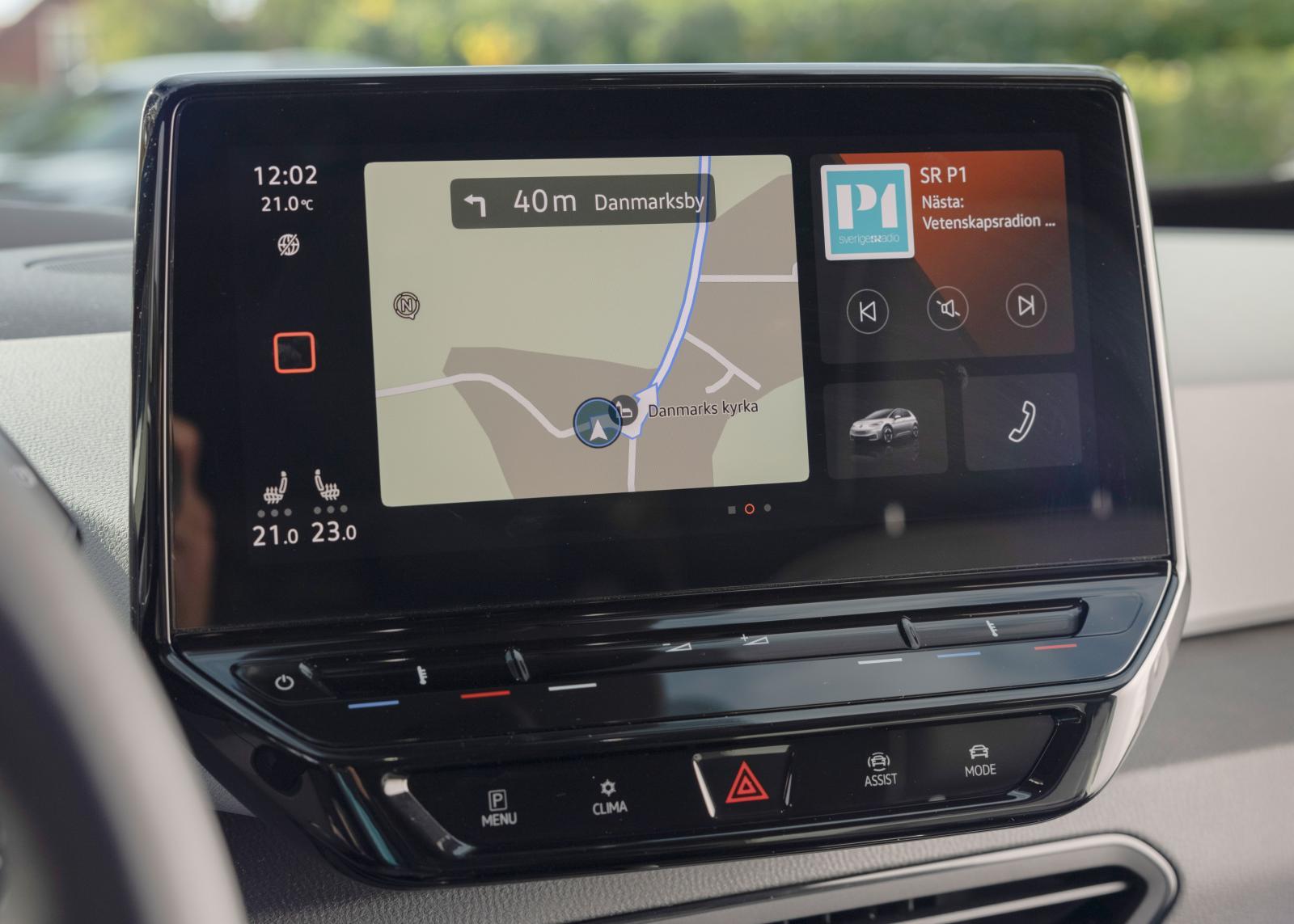 """VW: Mittskärm ungefär som i senaste Golf, handhavandet är dock något enklare. """"Möblerbar"""" disponering."""