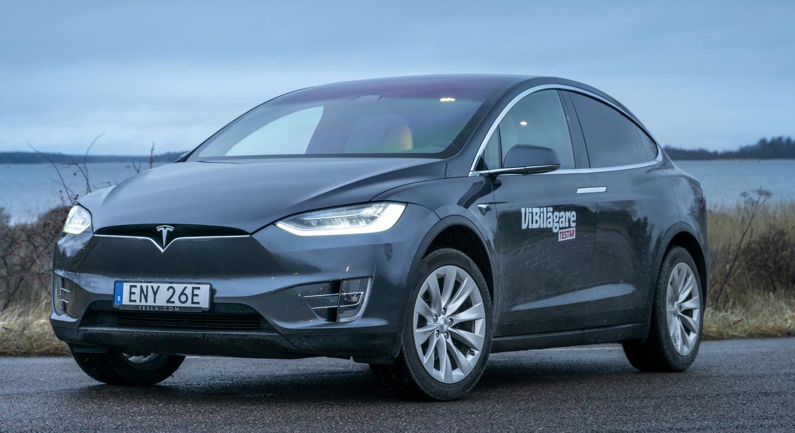 Teslas modeller har generellt sett låg förbrukning i förhållande till storleken och prestandan. Kombinerat med stora batteripaket ger det lång räckvidd.