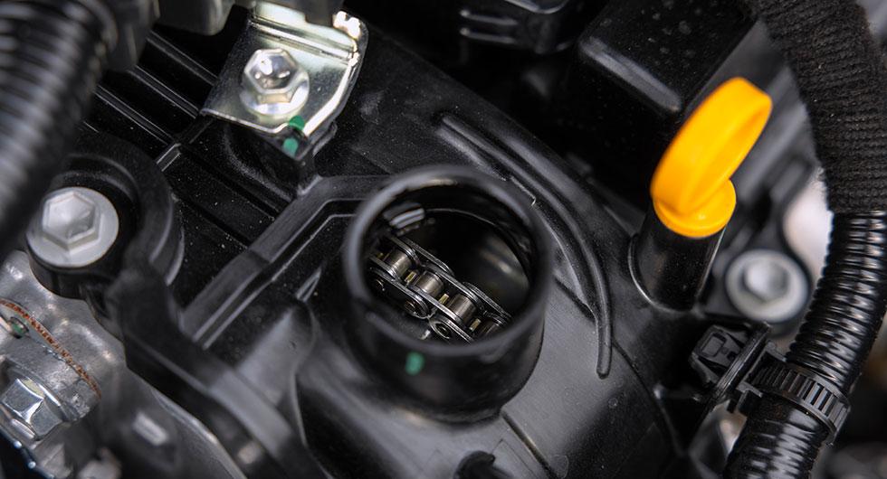 Kamrem eller kamkedja, det är frågan. I Suzuki får man svaret när locket till oljepåfyllningen avlägsans. Udda!