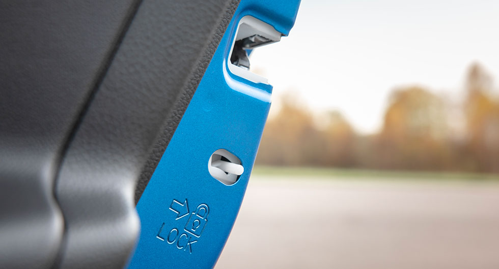 Den här föredömligt tydliga barnsäkerhetslåset hör till Suzuki.