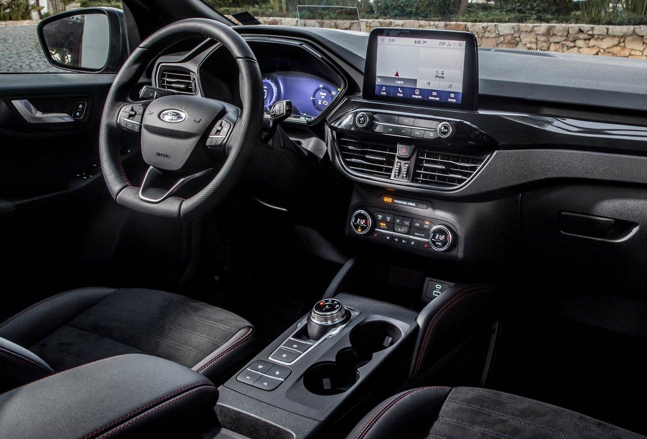 """Ford Kuga nu som """"sladdlös"""" hybrid – låg skatt och dragkrok"""