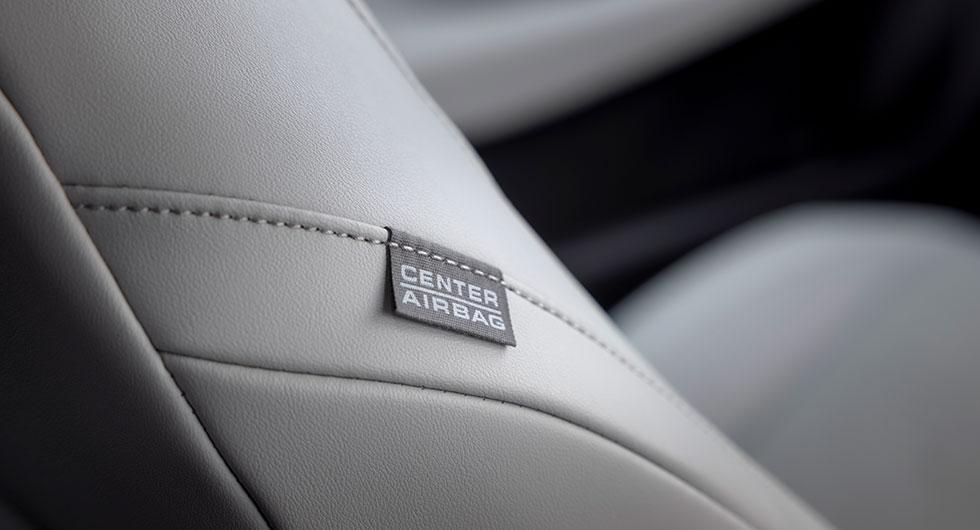 Sidokrockkudde mellan förare och passagerare finns i Honda Jazz. En funktion som lär bli vanlig tack vare Euro-Ncaps nya mätmetoder.