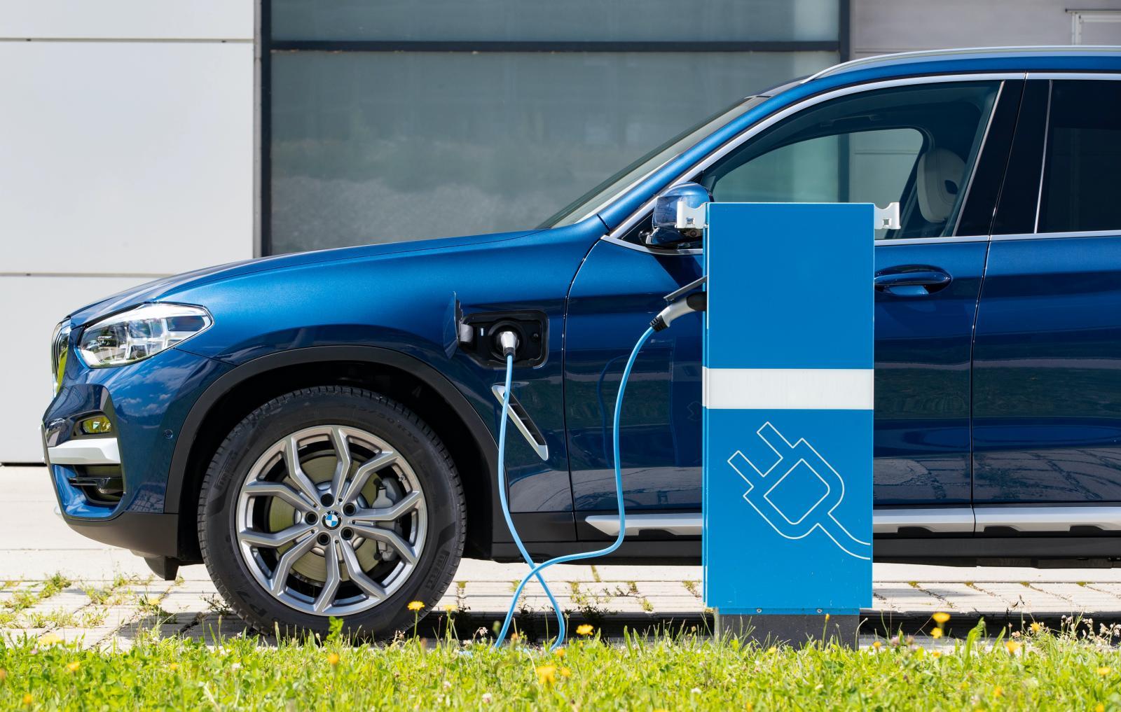Batterifiasko hos Ford och BMW retar upp ägarna