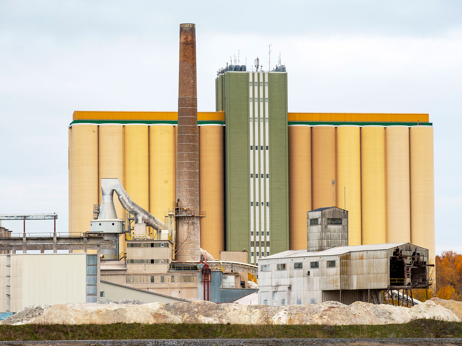 Miljonprogrammet i Stockholm är till stor del byggt av cement från Köping.