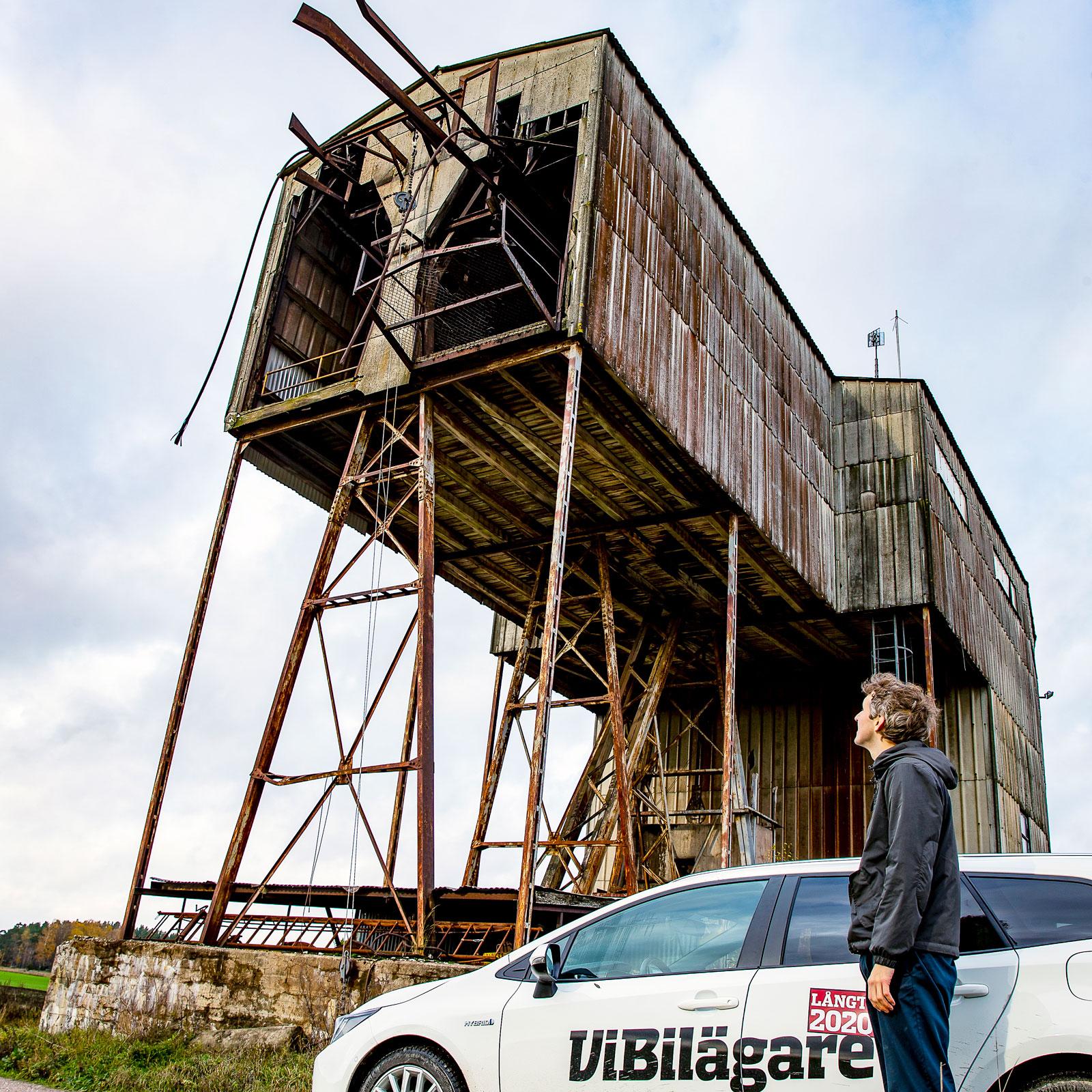 Linorna hänger och dinglar vid Malmberga. Efter 56 år och 25 miljoner ton kalksten var det slutkört. I dag är det mesta av linbanan borta men ännu finns spår.