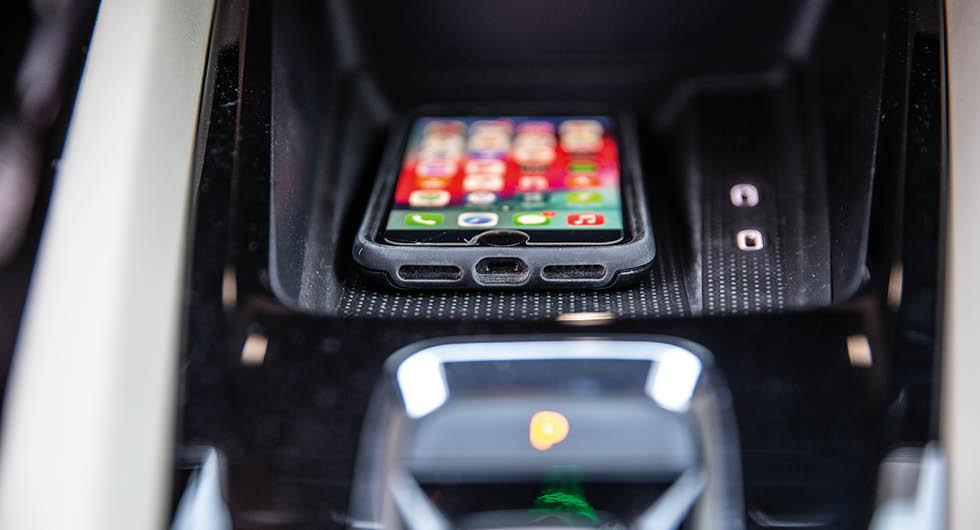 Octavia iV finns med trådlöst Apple Carplay och induktiv mobilladdning.