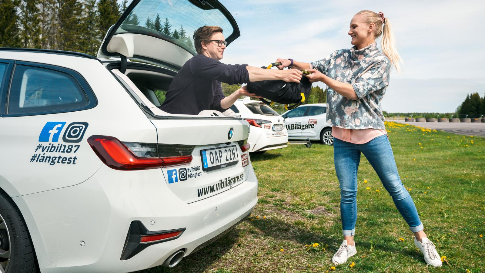 BMW:s öppningsbara bakruta gör livet lättare när matsäcken ska fram ur en fullastad bil.