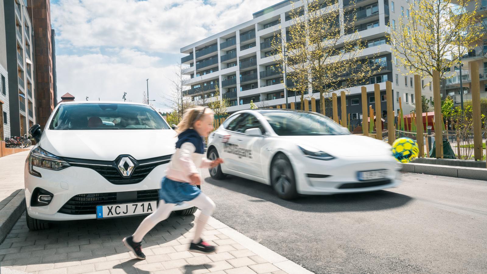 Tesla och Renault har svårt att nödbromsa för utspringade barn.