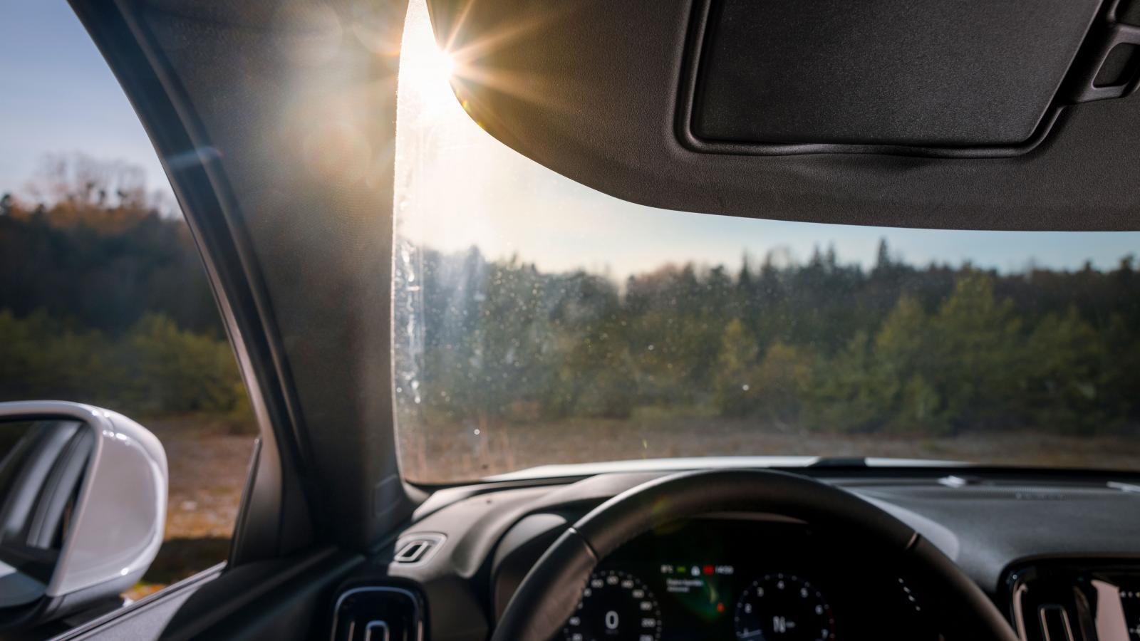 Volvos vinkling av solskyddet är ett onödigt irritationsmoment – solen tycks alltid vara där skyddet inte täcker.