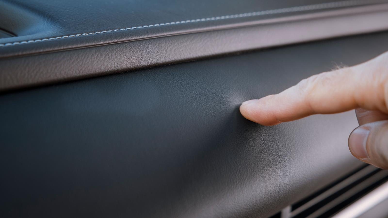CX-30 erbjuder en rätt exklusiv känsla här och var i inredningen, exempelvis i den fingertoppsvänliga instrumentpanelen.