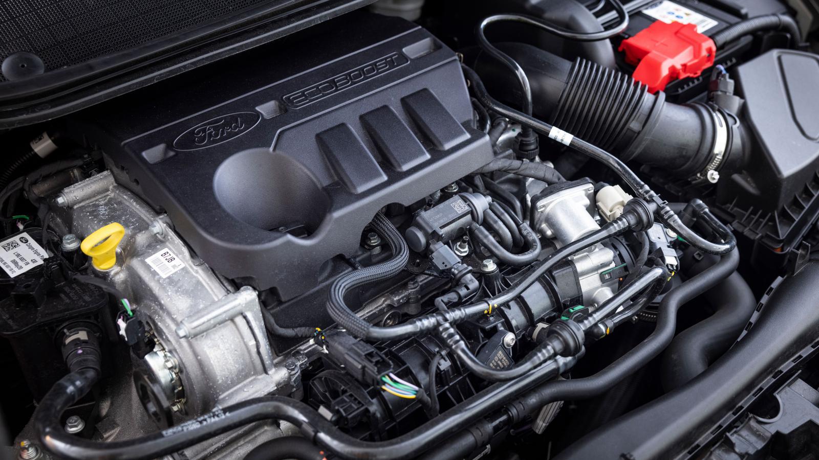 Fords trecylindriga enlitersmotor är en bekant men ganska stökig syn. Trevligt morrig ton.