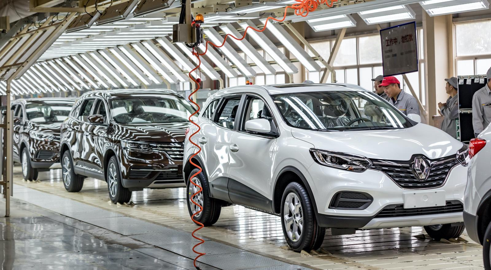 """Att jaga enorm försäljningsvolym är inte längre Renaults melodi. """"Det kan ha fungerat för 5, 10 eller 15 år sedan, men det har helt klart misslyckats de senaste åren"""", säger Renaultchefen Luca de Meo. Kapaciteten i fabrikerna sänks från 4 till 3,1 miljoner bilar årligen."""