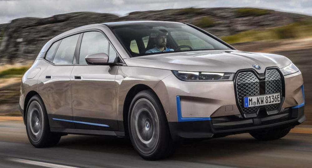 BMW iX blir först ut med det nya systemet.