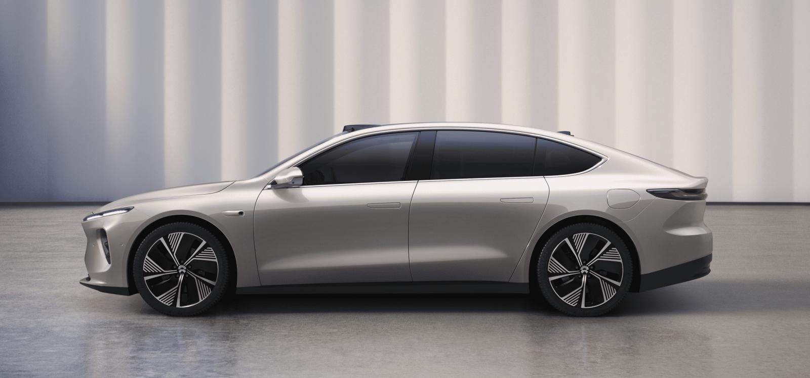 Modellen mäter 5,10 meter på längden vilket gör den 10–15 centimeter längre än Porsche Taycan, Tesla Model S och Lucid Air.