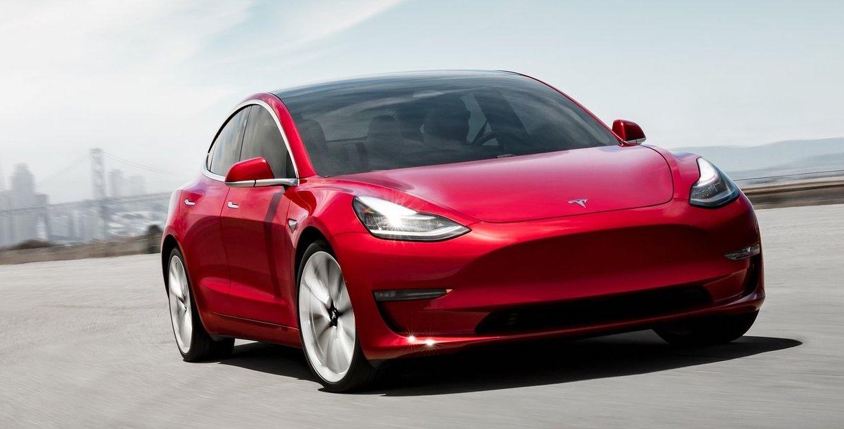 Tesla Model 3 fick nöja sig med en andraplats i Norge förra året, och Volkswagen ID 3 flåsar i nacken.