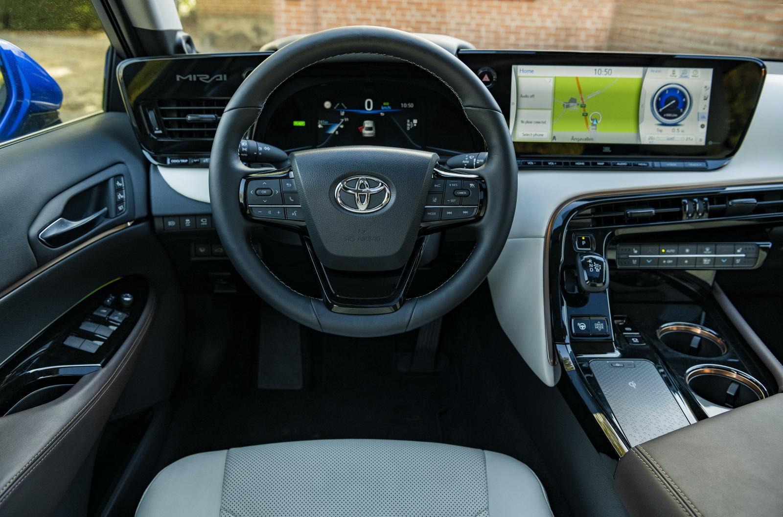 Materialval och design andas delvis mer Lexus än Toyota.