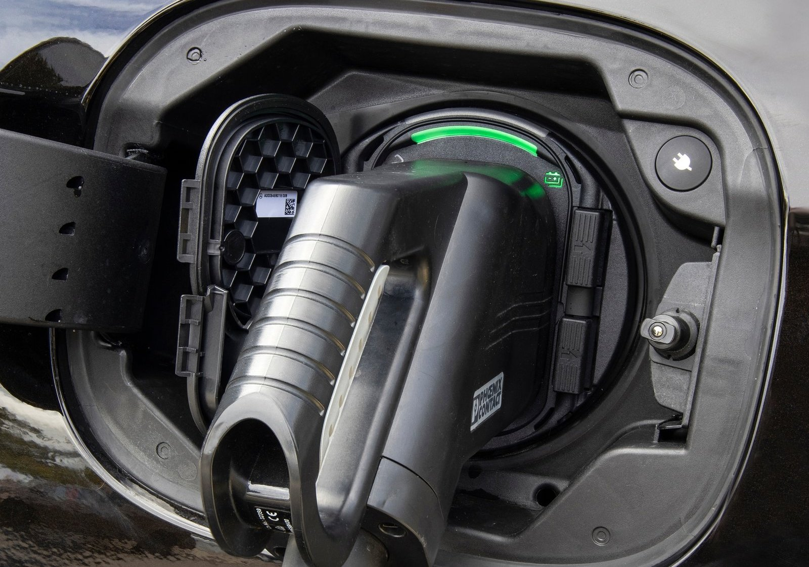 Laddhybrider var en viktig anledning till att Mercedes kunde sänka utsläppen så mycket på papperet under förra året.