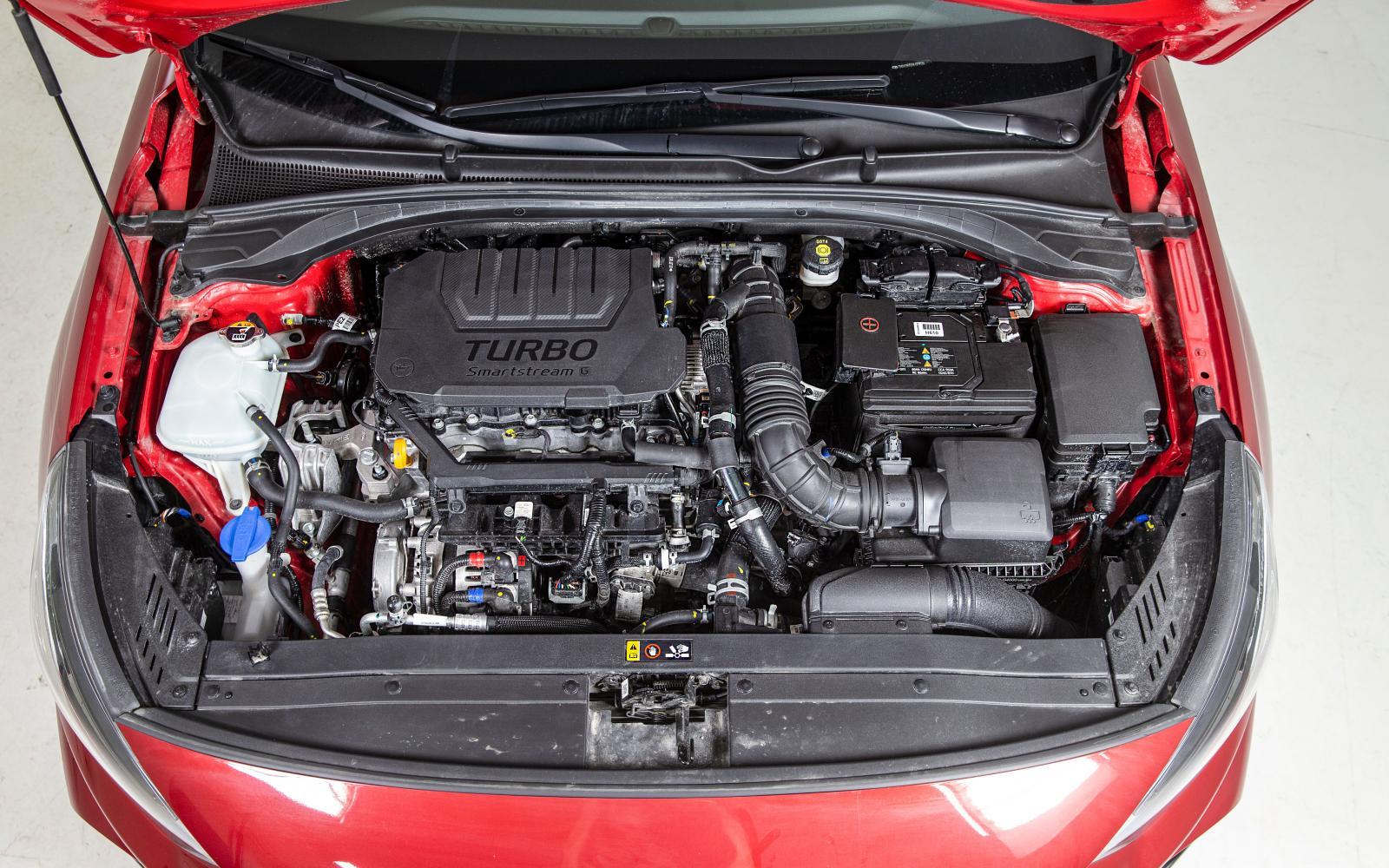 Den gamla 1,4T-motorn på 140 hästar är utbytt till en 1,5-litersmaskin som får stöttning av ett 48V-system med en elmotor på 17 hk.