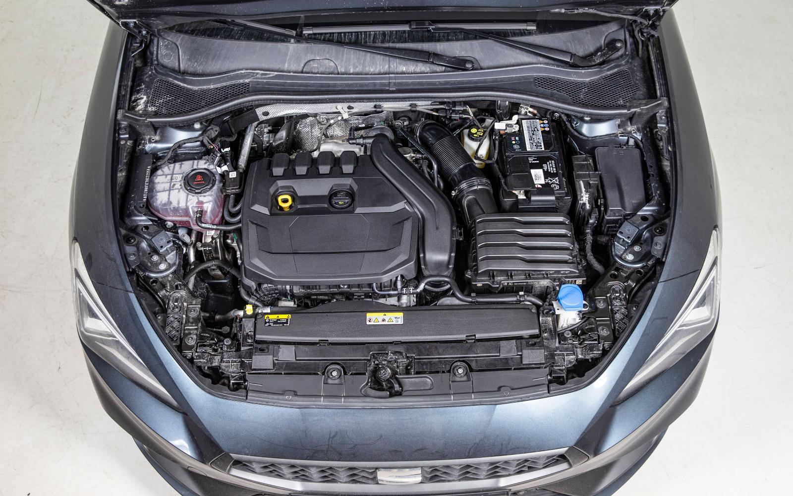 1,5 eTSI har cylinderavstängning, frihjul och ett 48V-elsystem till mildhybriden, vilket ger 13 elektriska extrahästar.