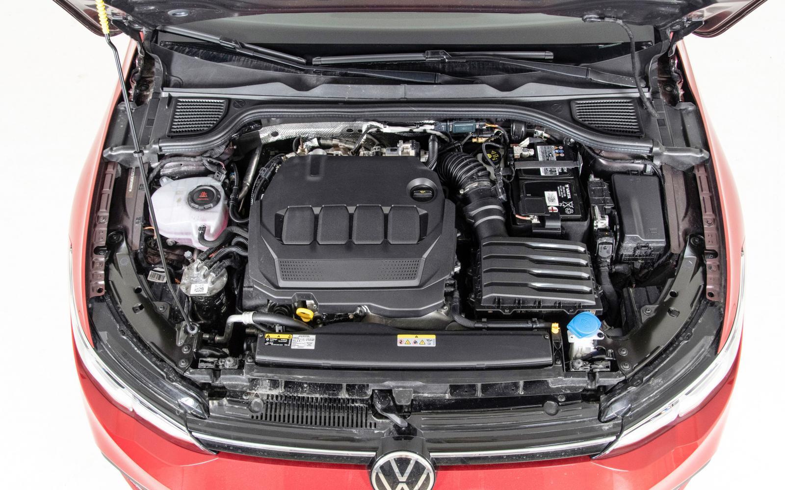 Den omarbetade 2,0 TDI-motorn är lätt att köra snålt och har fått dubbla NOx-katalysatorer för att hålla nere utsläppen. Gångkulturen imponerar och dieselns nackdelar märks knappt under testkörningen.