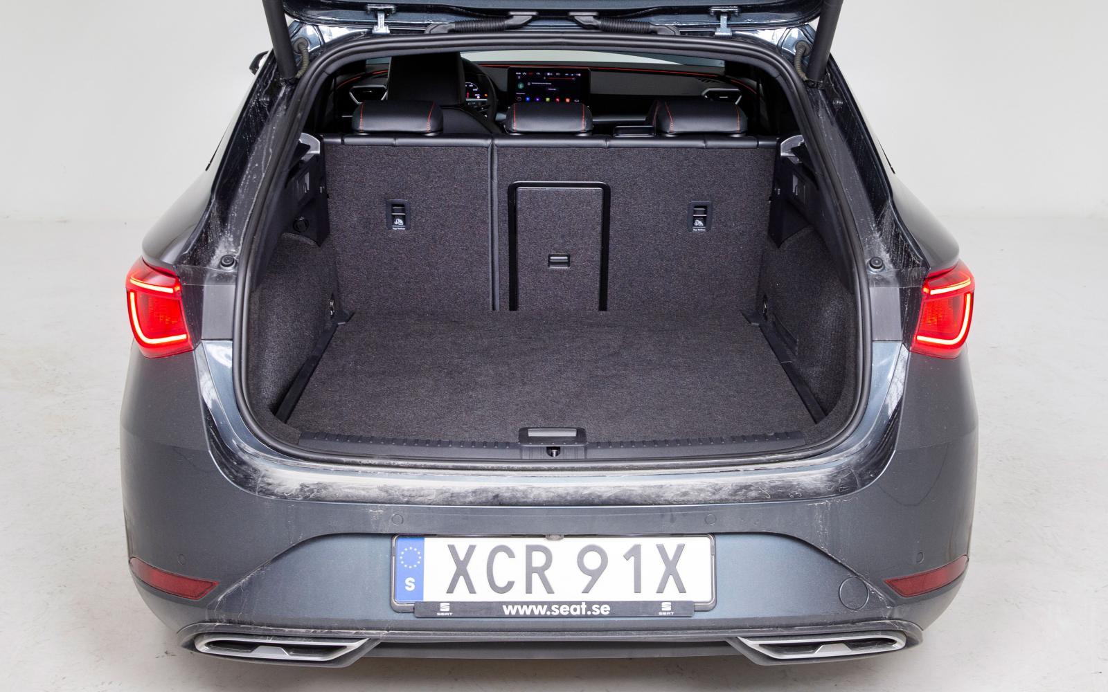 Seat: God flexibilitet med variabelt lastgolv. Utan fysiskt reservhjul finns en stor balja under golvet även i dess nedersta läge. Baksätet delas 60/40 och genomlastningsluckan är väl tilltagen.
