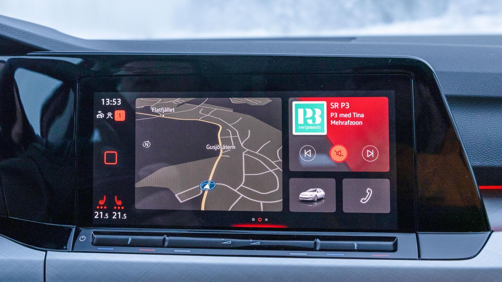 VW: Elegant integrerad skärm med bättre logik i undermenyerna än hos Seat. Krispig och lättavläst upplösning. Välj färgtema efter tycke och smak. Testbilen har Discover-versionen med navigator för 9500 kr.