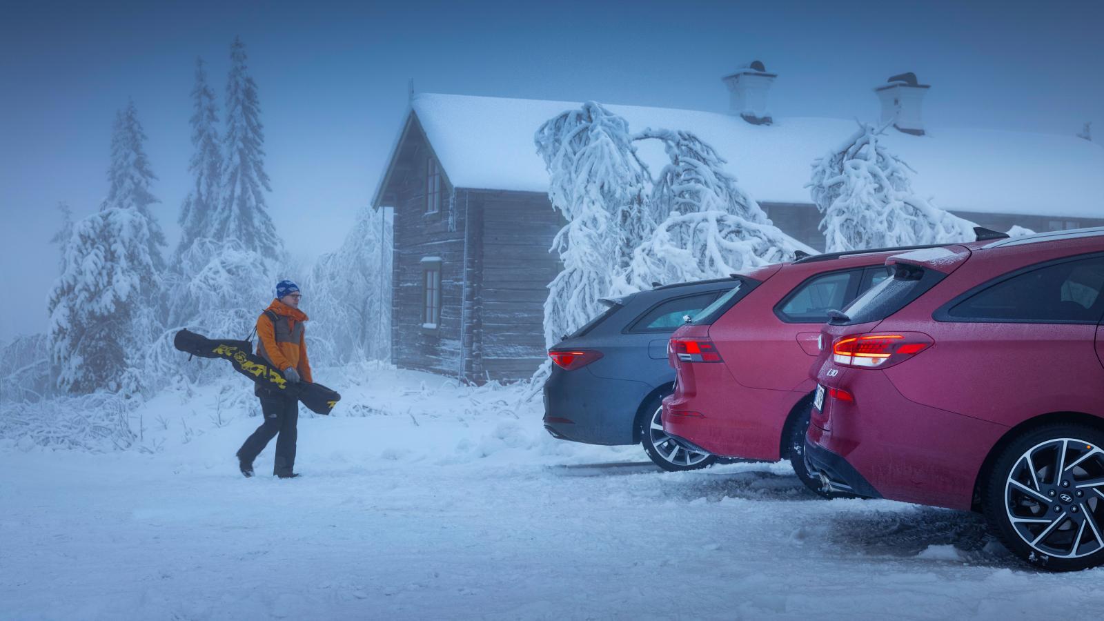 Tre förlängda karosser redo för sportlov. Med sina ståtliga 4,64 cm är Leon ST längst i trion, en ynka centimeter före Golf SC. Hyundai i30 kombi är en halvdecimeter kortare, vilket märks i kupén.