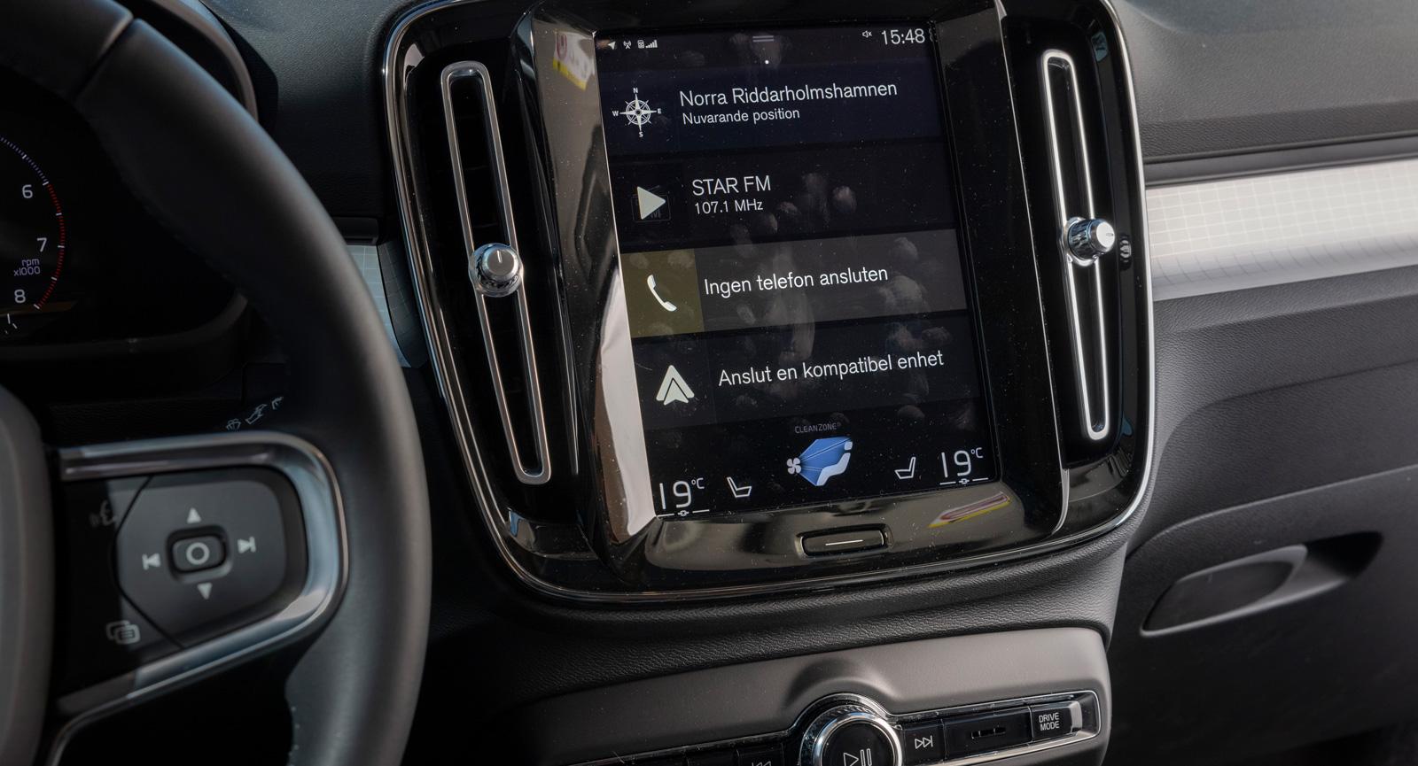 Volvo: Sensus-systemet har hängt med länge och har med åren blivit hyggligt lättanvänt. Det går delvis att möblera om efter de funktioner som används mest. En större skärm hade inte skadat.