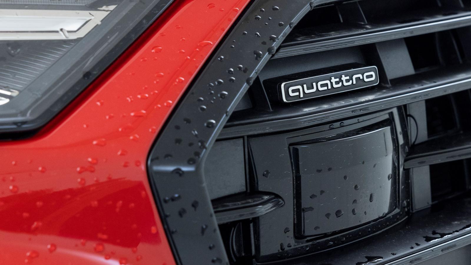 Utsatt sensorplacering är en rejäl plump för Audi. Flera funktioner slås ut nästan direkt av aldrig så lite regn eller snöslask.