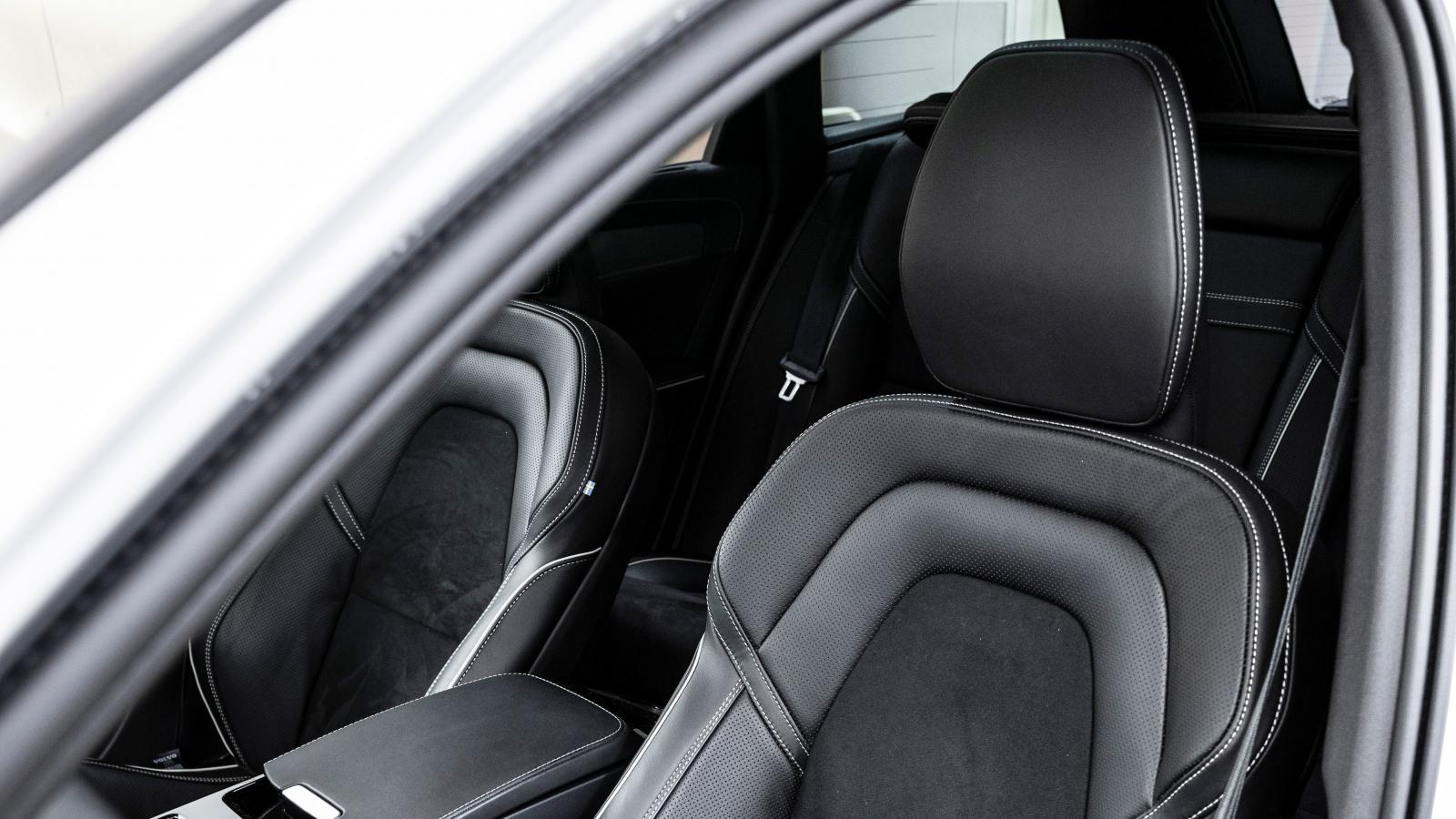 Avancerade former och dynförlängning ger förutsättningar för hög sittkomfort. Våra förare höll ändå inte Volvo som favoritsits denna gång.
