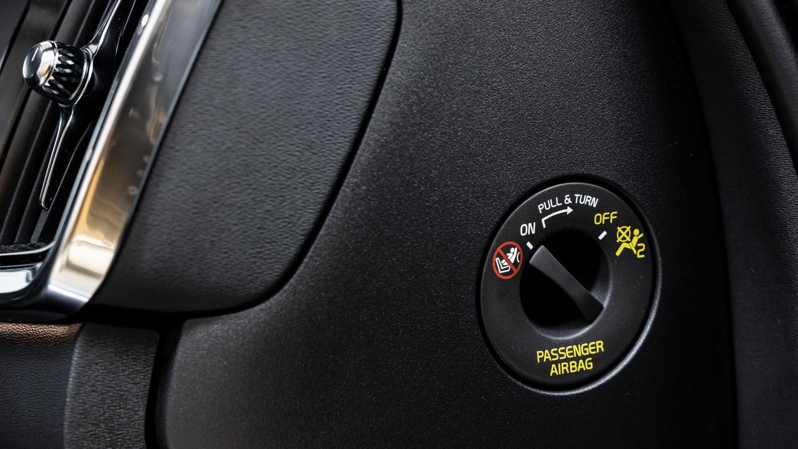 Ett vred för avstängning av passagerarkrockkudden finns i Volvo.