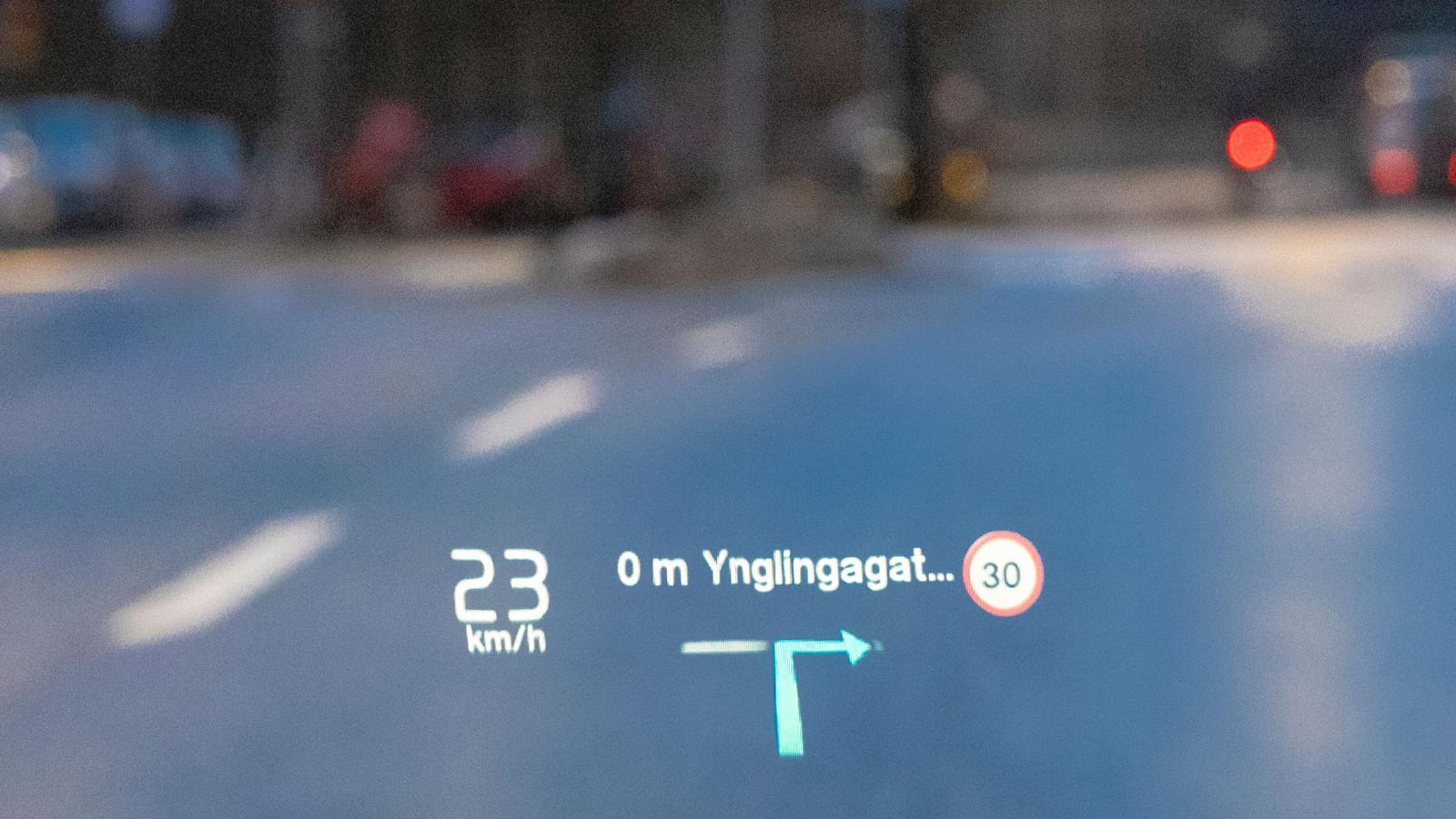 Volvos vindrutevisning är väl okej men som helhet hänger navigationsfinesserna inte med de tyska konkurrenterna.