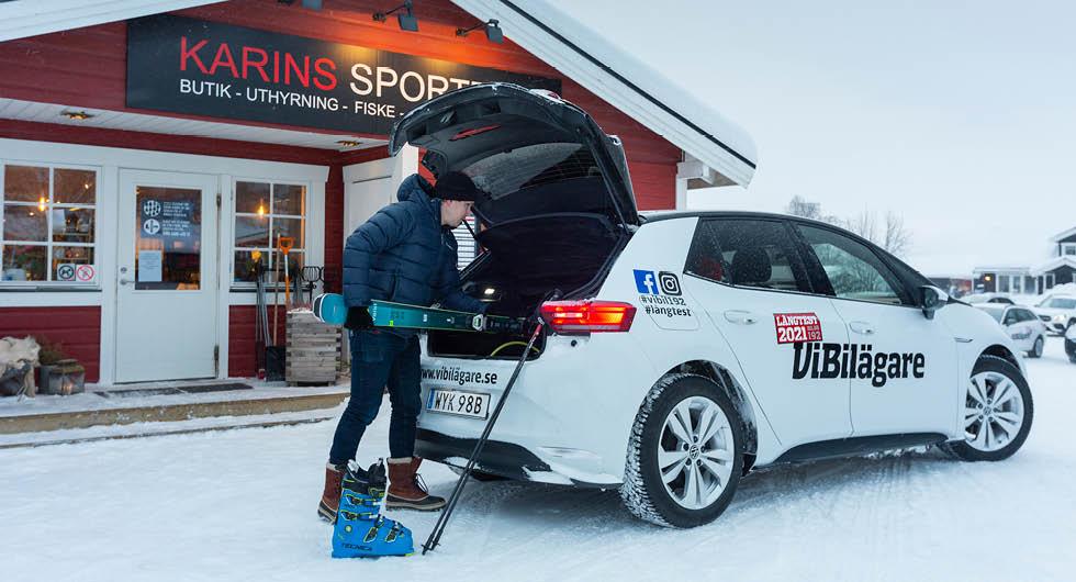 ID.3-ägaren är förpassad till skiduthyrningen. VW:s elbil är inte godkänd för taklast.