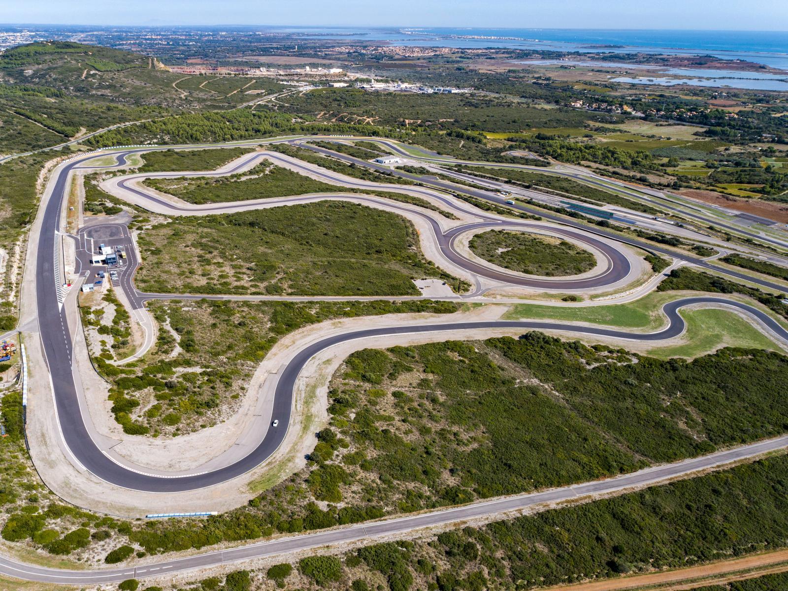 Mireval Proving Ground är vackert placerad i en brant sluttning ned mot Medelhavet. Höjdskillnaderna ger giftiga kurvkombinationer. Banan ritades av f.d. F1-föraren Jean Pierre Beltoise. Här avgjordes flera F2-lopp och F1-stallen var här på tester tills dess att Michele Alboreto kraschade svårt i sin Ferrari. Anläggningen förvandlades sedan till toppmodern testanläggning av Goodyear.