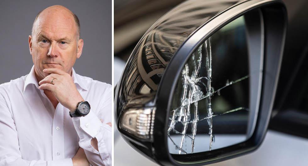 """Hyundai tar 7500 kronor i självrisk för en Kona. Ett trasigt spegelglas blir billigare att byta själv. """"Sverige är det enda landet i världen där du som bilägare inte ges möjlighet att välja försäkringsbolag när du köper en ny bil"""", säger SFVF:s vd Bo Ericsson."""