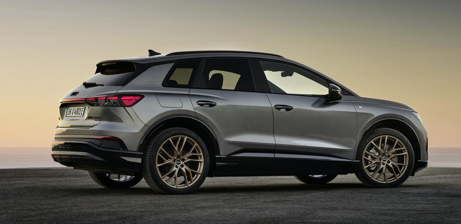 """Audi Q4 har lågt luftmotstånd vilket ska ge längre räckvidd. För den vanliga modellen är luftmotståndskoefficienten 0,28 och för den slankare Q4 Sportback är siffran 0,26. Något främre bagageutrymme (""""frunk"""") finns inte."""
