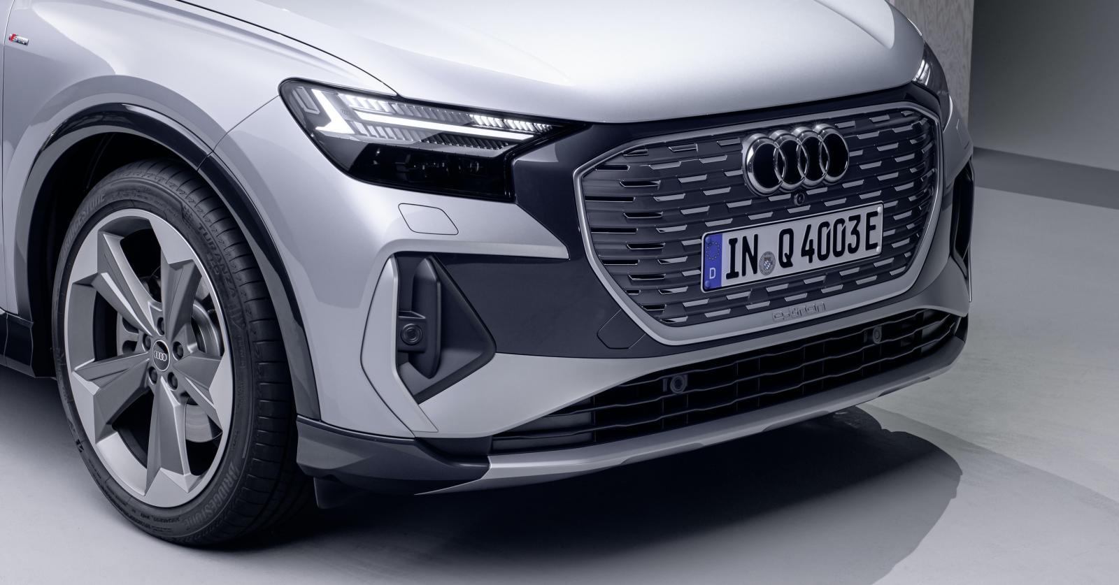 """LED-ljusen har så kallad matrixteknik och kan därmed stänga av individuella pixlar för att inte störa mötande bilister. Föraren kan välja mellan fyra så kallade """"ljussignaturer""""."""