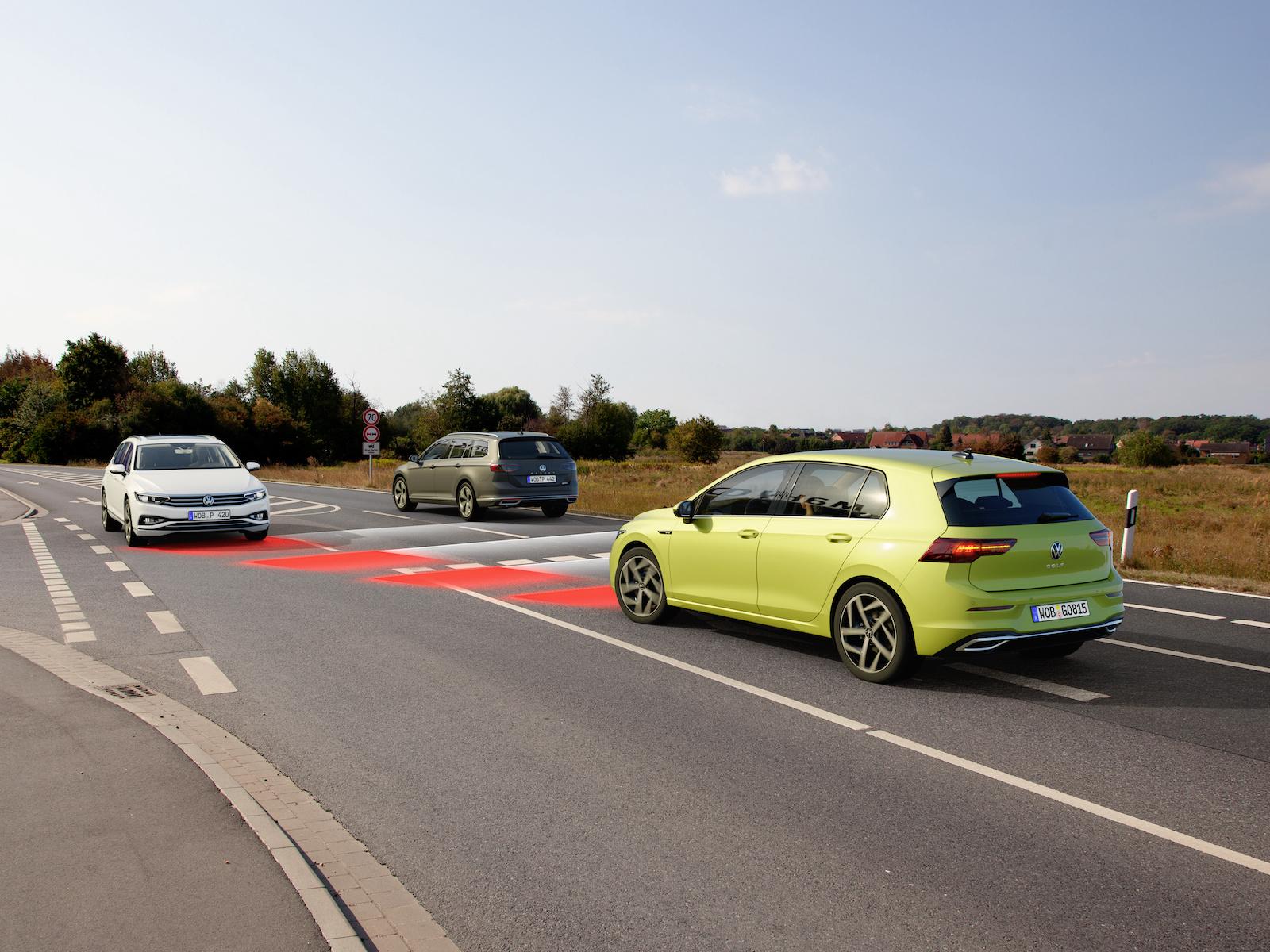 Moderna bilar blir allt mer datoriserade, vilket också driver upp efterfrågan på halvledare. Foto: Volkswagen