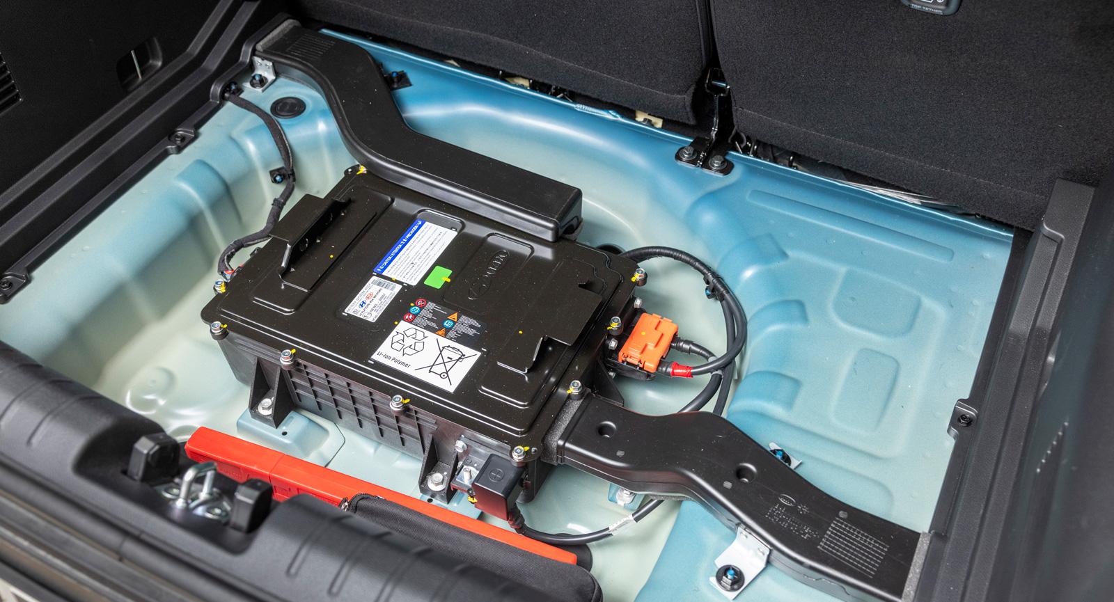 2. Kias 48-voltssystem gömmer sig i reservhjulsbaljan men inkräktar inte i övrigt på bilens utrymmen.