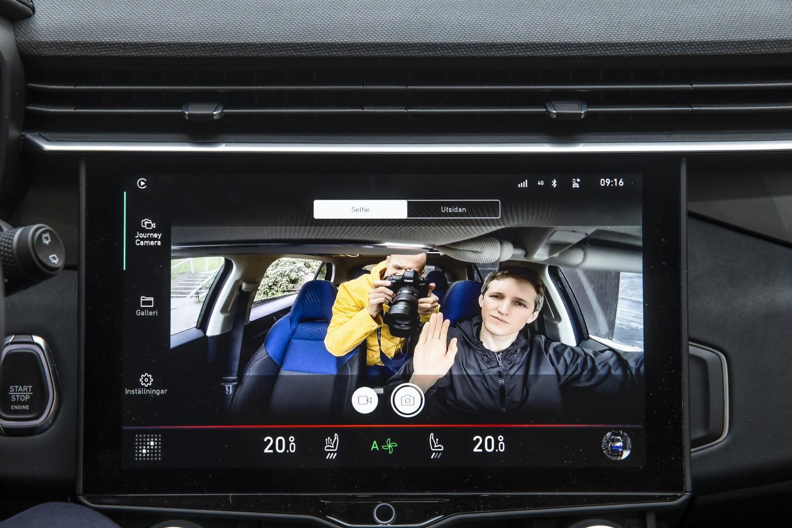 """Säg omelett! Bilen har en särskild kamera för att ta """"selfies""""."""