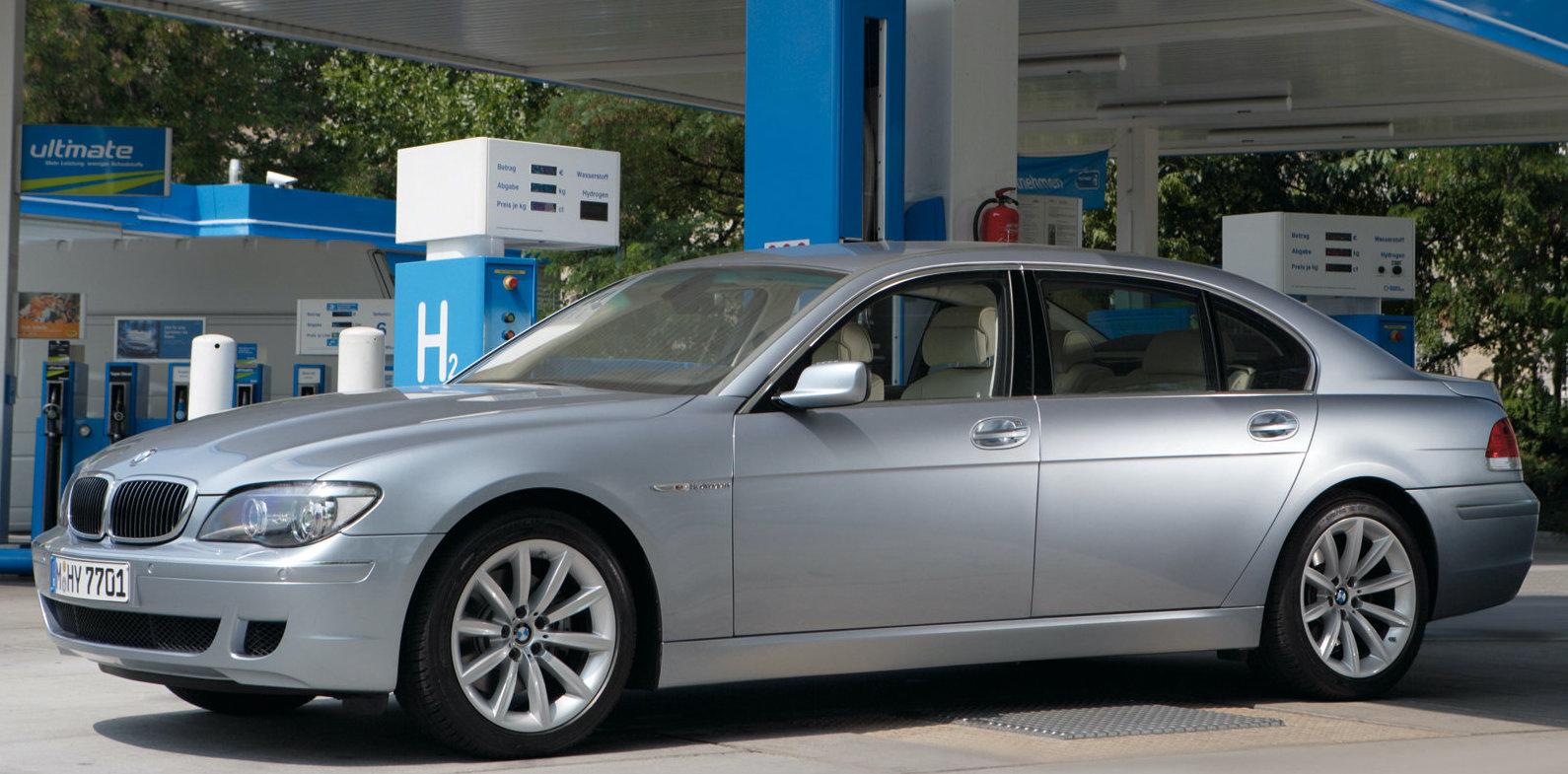 Redan för 16 år sedan visade BMW upp en vätgasdriven version av 7-serien.