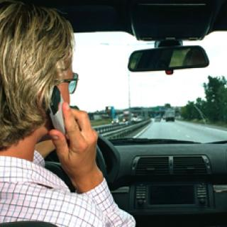Föräldrar skickar sms under körning